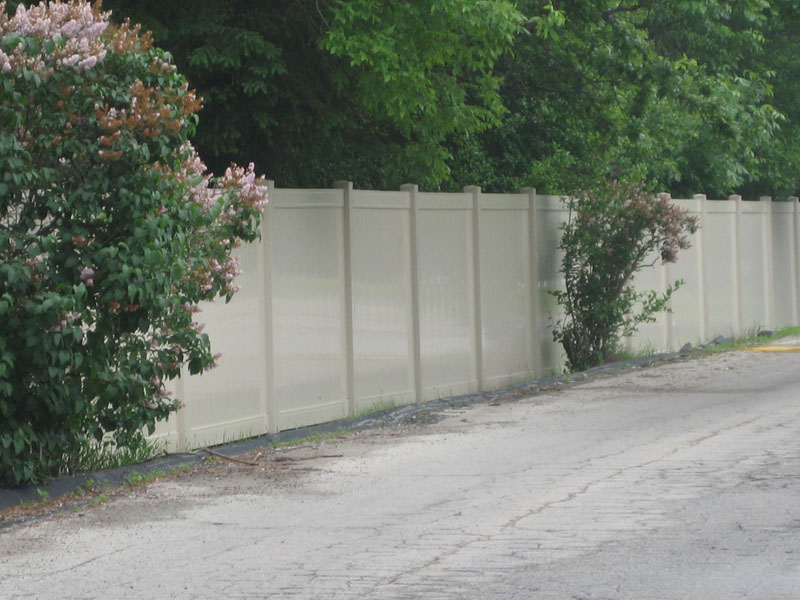 An A Rated Vinyl Fence Contractor In The Milwaukee Wi Area
